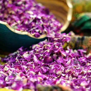 پر گل سرخ محمدی خشک